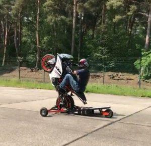 تکچرخ زدن با دستگاه آموزشی